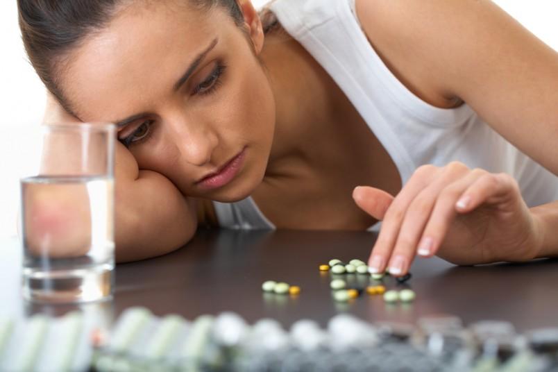 В период лактации нельзя использовать анальгетики для лечения головной боли. Замените их на более безопасные и не менее эффективные средства.