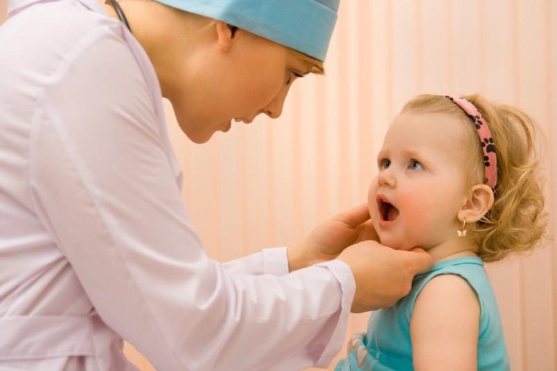 Дети, страдающие аденоидами, часто болеют простудными заболеваниями, которые всегда приводят к обострению и увеличению аденоидной ткани.
