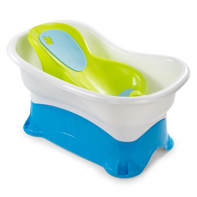 Размер ванночки должен соотноситься с размером ребенка и с учетом его роста. Она должна быть просторна для малыша.
