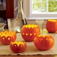 Из декоративной тыквы можно сделать различную посуду: вазы, горшочки, миски и бутыли.