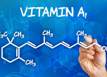Нехватка витамина А существенно влияет на кожу и волосы человека, делая волосы ломкими и тусклыми, а кожу – раздраженной и шелушащейся.