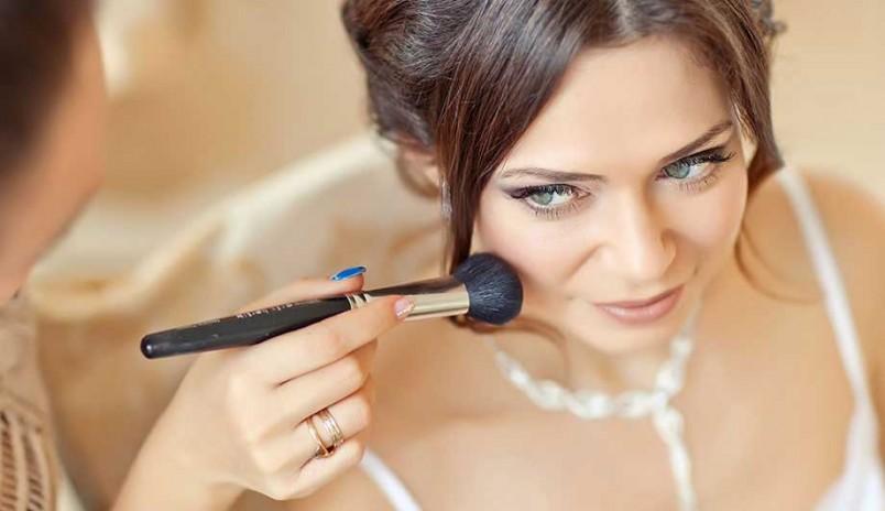 Правильно подобранная и нанесенная основа под макияж - залог вашего успеха.