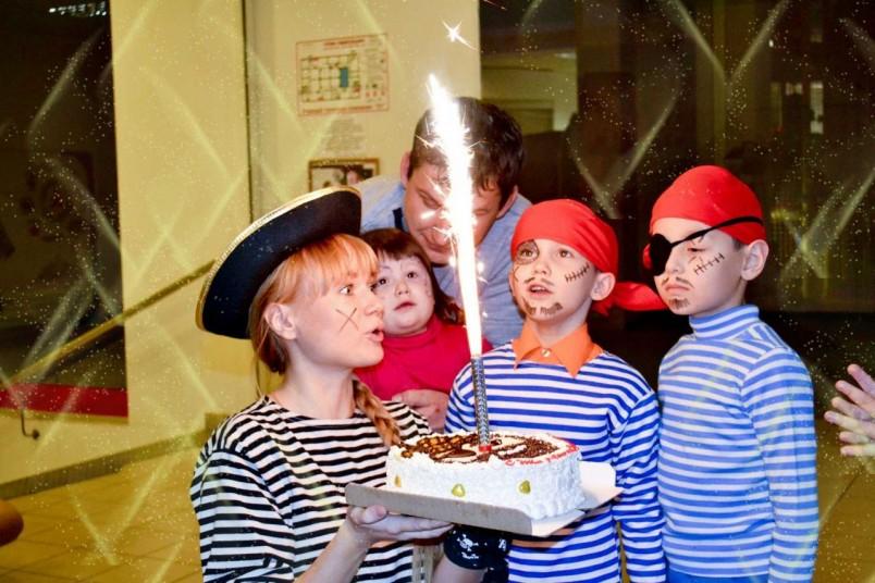 Организуйте празднование Дня рождения в парке, где множество различных аттракционов и может весело провести время все друзья сына.