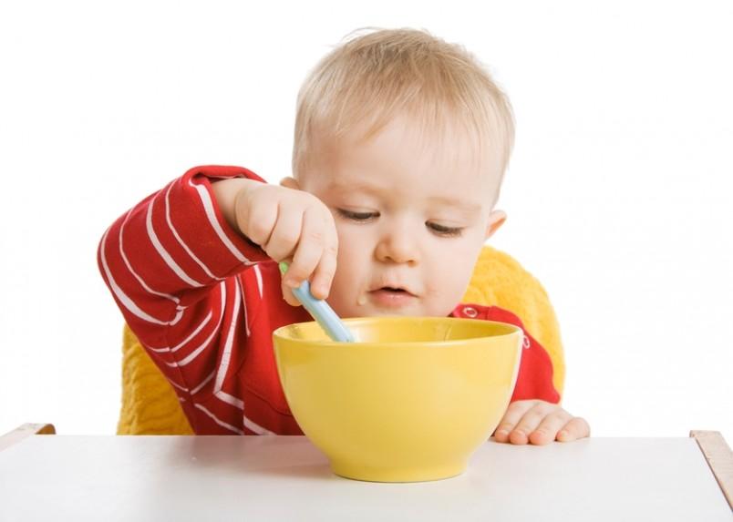 В год в рационе ребенка уже появились новые продукты, но молоко и молочные продукты еще являются основой всего питания малыша.