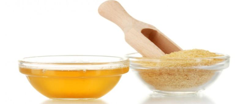 В пищевом желатине молекулы коллагена расщеплены, они глубоко проникают в кожу и питают ее, придавая гладкость и упругость.