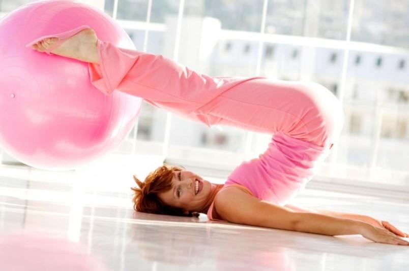 Выполняя упражнения на гибкость человек, продевает себе молодость и состояние крепкого здоровья.