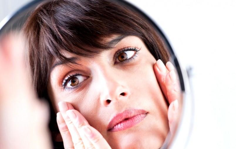 При наследственной предрасположенности и анатомических особенностях кожи век за ними нужно ухаживать особенно тщательно.