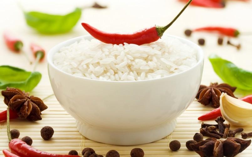 Одно из правил диеты Елены Малышевой гласит, что нужно максимально снизить количество углеводов: быстрые, такие как выпечка, сладости уходят первыми, замещаясь растительной клетчаткой.