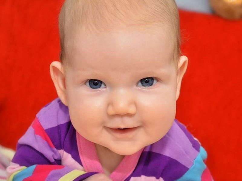 Если малыш постоянно срыгивает или масса, которую вы наблюдаете после процесса, поменяла объем, запах или цвет, нужно обращаться к специалистам.
