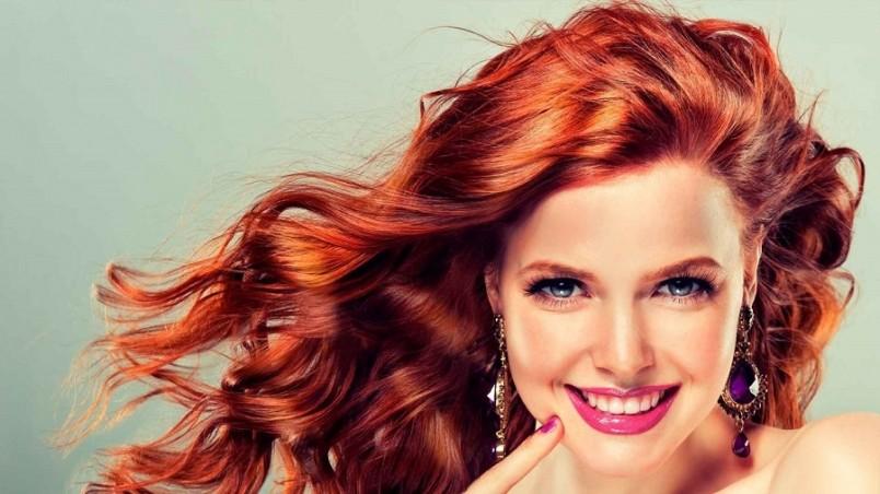 Сегодня снова в моде натуральность, а поэтому окрашивание хной становится весьма популярным методом покраски волос.