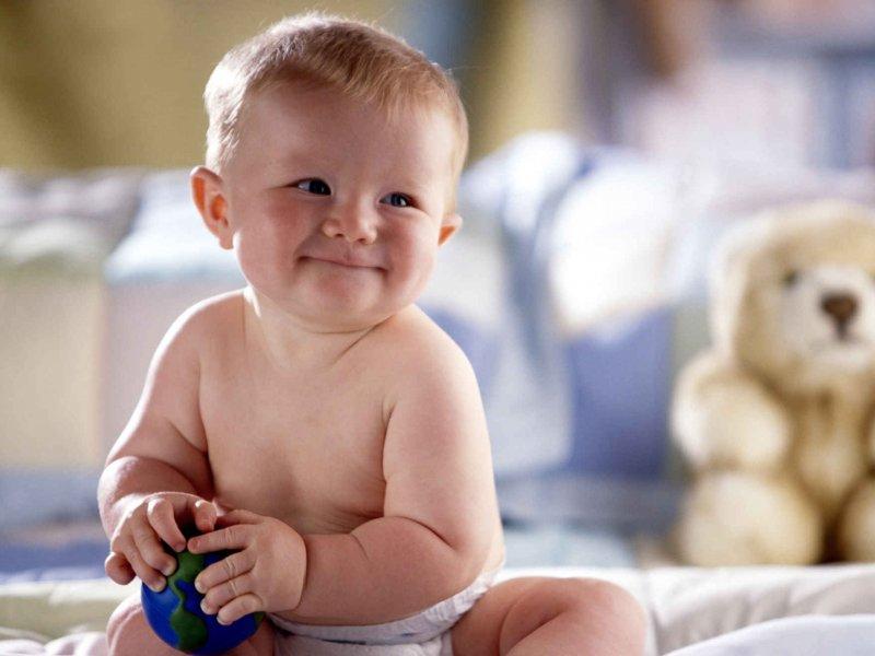 Врачи-педиатры настоятельно не рекомендуют пытаться присаживать ребенка раньше времени. Это приведет только к негативным последствиям.