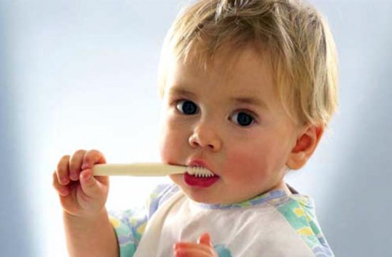 Очень активно в полугодовалом возрасте развивается тактильная чувствительность. Дети изучают на ощупь все предметы, которые попадают им в руки.