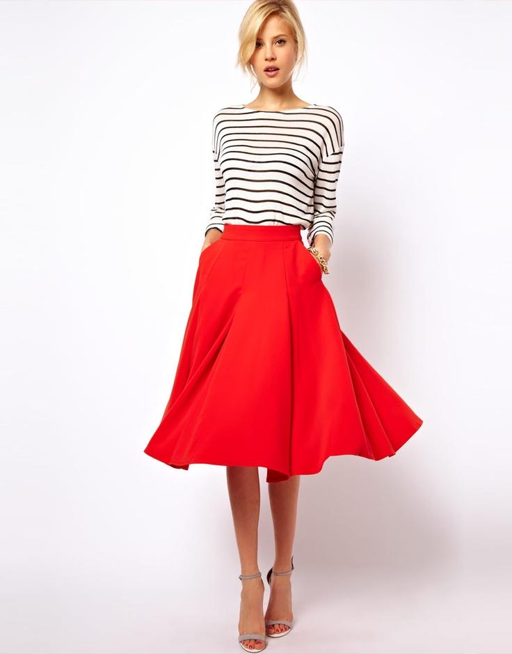 Юбка-солнце – это один из самых универсальных и признанных всеми предметов женской одежды.