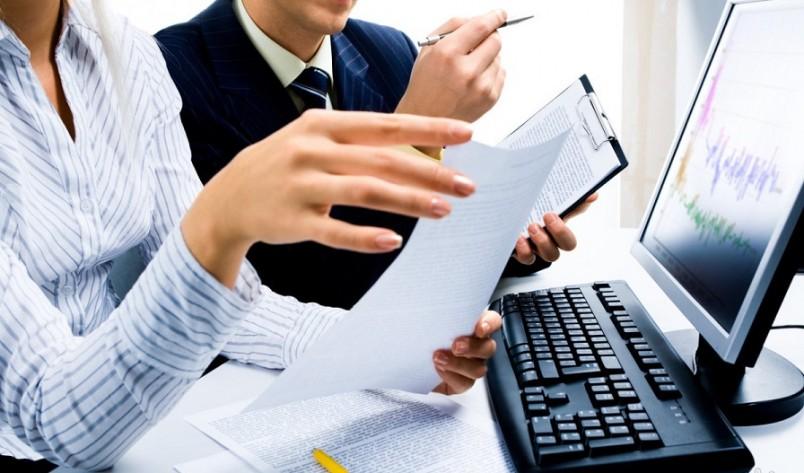 После того, как гражданин устраивается на работу, он предоставляет полный комплект документов для получения налоговых вычет.