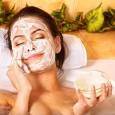 После применения крахмальных масок сухая и шелушащаяся кожа становится мягкой, гладкой и шелковистой.