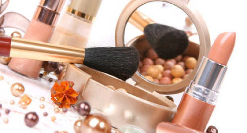 Все косметические средства делятся на три группы: массовые, селективные и профессиональные.