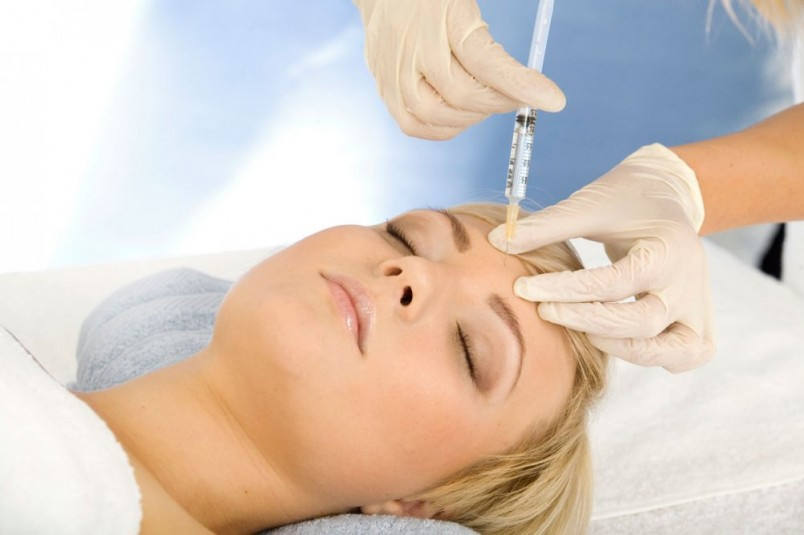 Биоревитализацию в основном применяют для коррекции носогубных складок, морщинок вокруг глаз или контурной пластики.