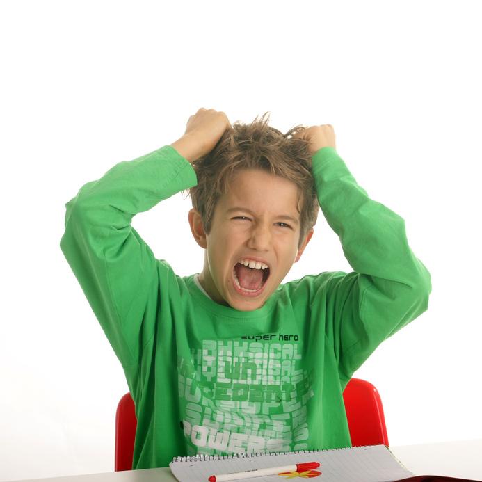 У гиперактивных детей с увеличенными требованиями психических и физических нагрузок нервная система не справляется.