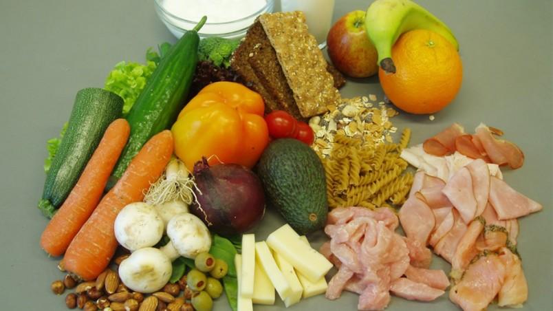 Основное правило диеты Елены Малышевой - не голодать. Поэтому можно почти все, главное подсчитывать калории.