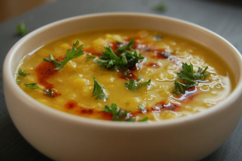 При подготовке питания для детей врачи советуют отдавать предпочтение пюреобразным крем-супам