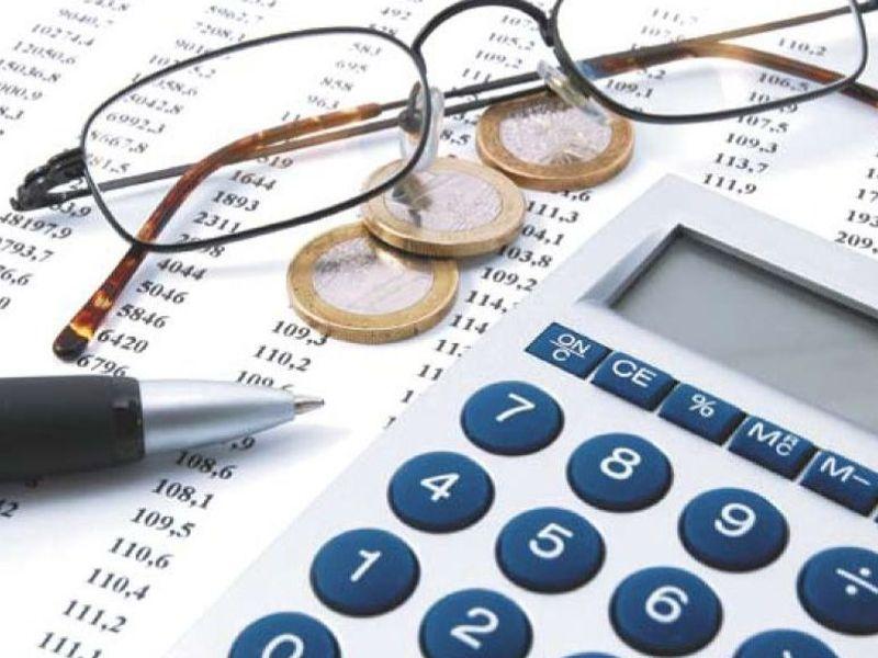 Налоговые вычеты можно условно подразделить на два основных типа: стандартный вычет для определенной группы людей и вычет для тех граждан, которые имеют детей.