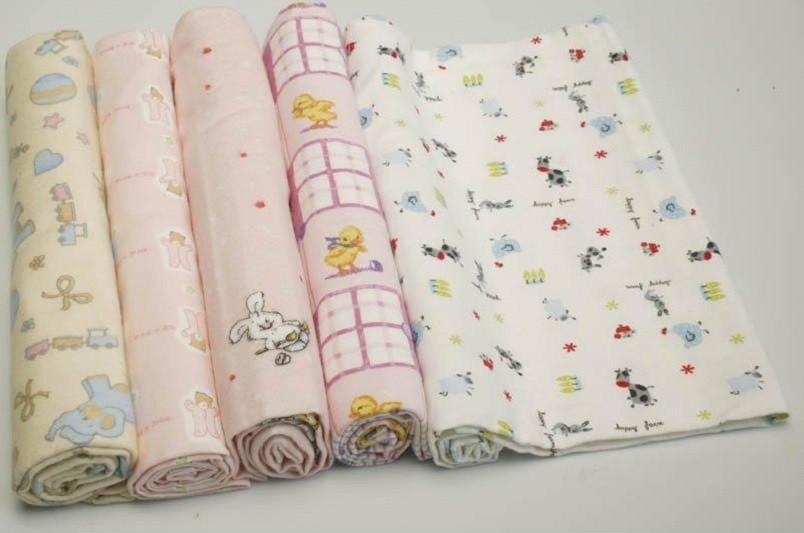 Ассортимент пеленок для новорожденных сегодня очень большой, но гораздо дешевле и лучше сшить их своими руками.