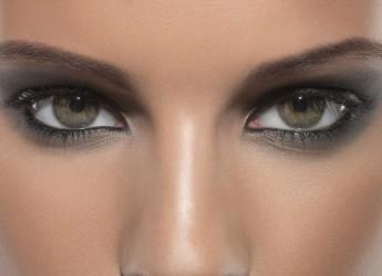 Следует помнить, что вовсе неважно каким будет макияж – вечерний или дневной, он не должен быть вызывающим, а только подчеркивающим красоту глаз.