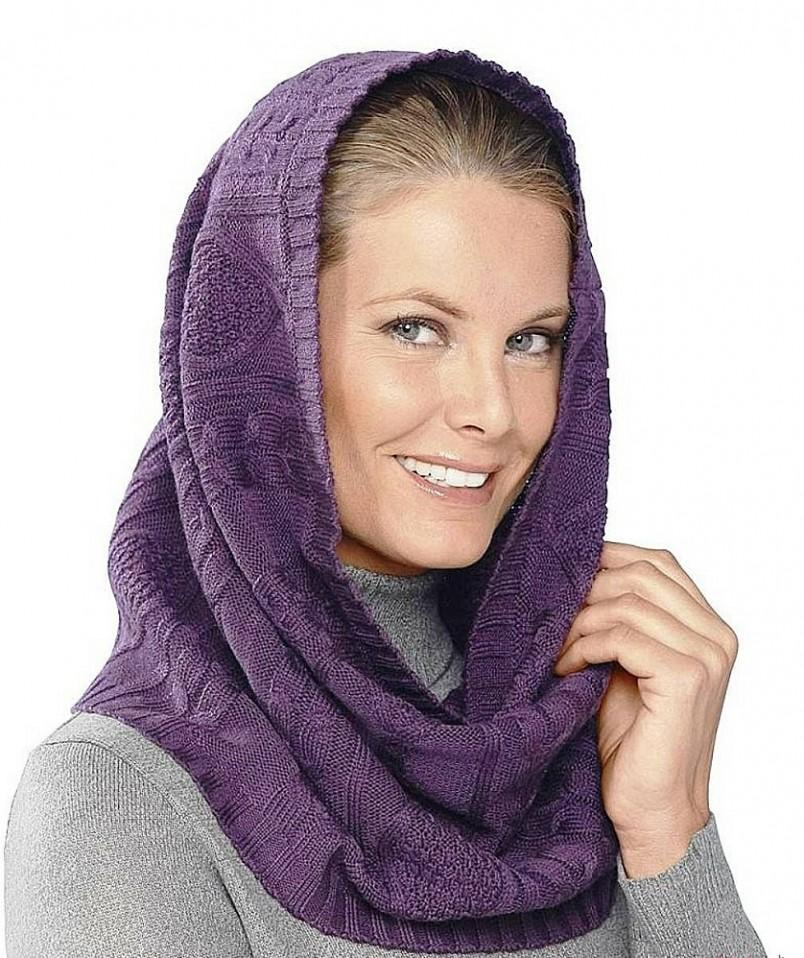 Главная модная тенденция – это вязаные шарфы-снуды. Крупная вязка подойдет и к спортивному стилю, и к классической дубленке.