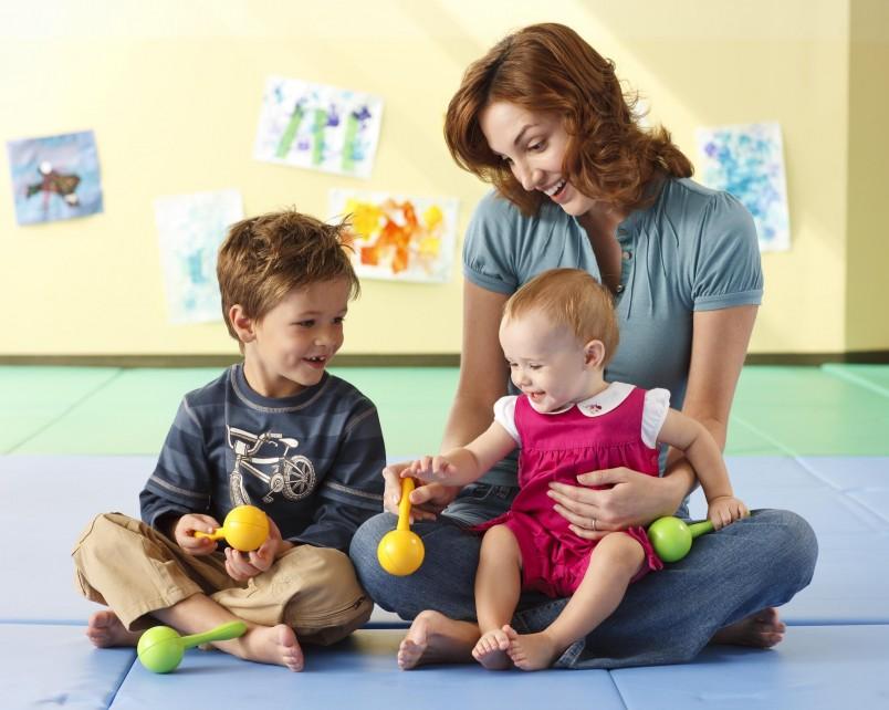 Набор развивающих игр довольно разнообразен, поэтому всесторонне влияет на физическую и умственную деятельность малыша.