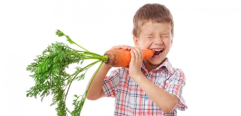 Часто интоксикацию могут вызвать грязные фрукты или овощи.