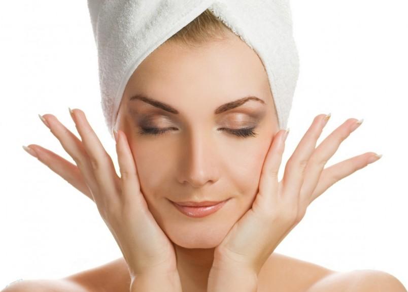 Массаж делается лишь на подготовленном, хорошо очищенном от косметики лице.