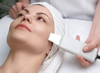 Чаще всего метод ультразвуковой чистки применяется при жирной коже лица, когда нужно сузить поры или во время гиперпигментации.
