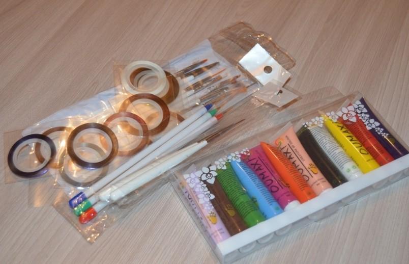 Для того чтобы научиться делать изысканный маникюр, в основе которого лежит роспись ногтей акриловыми красками, вам нужно запастись терпением и необходимыми инструментами.
