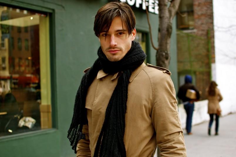 Дизайнеры давно отошли от скучных черных шарфов, которые согревают в холодное время года. Сегодня это модная тенденция, которая подчеркивает стиль и индивидуальность.