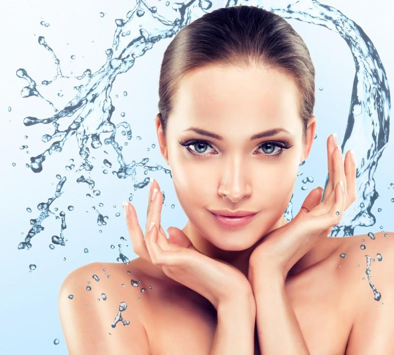 Обеспечьте своей коже правильный уход: очищение, тонизирование, увлажнение и питание и многие морщинки исчезнут сами.