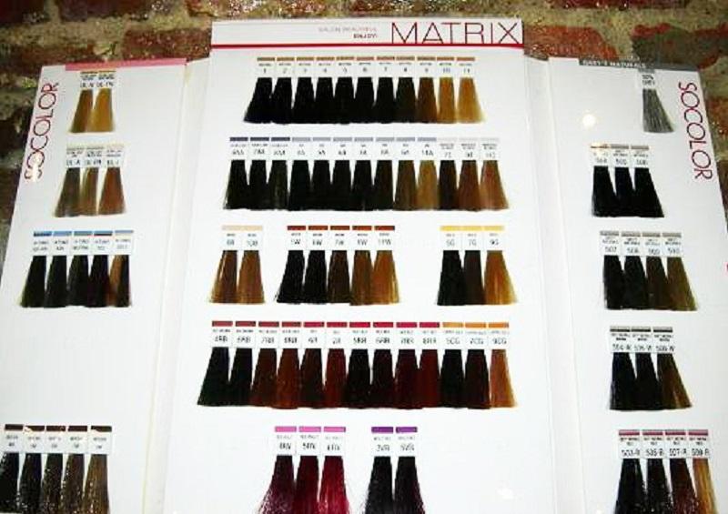 Широкая цветовая палитра включает в себя даже прозрачные тона, способствующие обновлению природного цвета локонов.