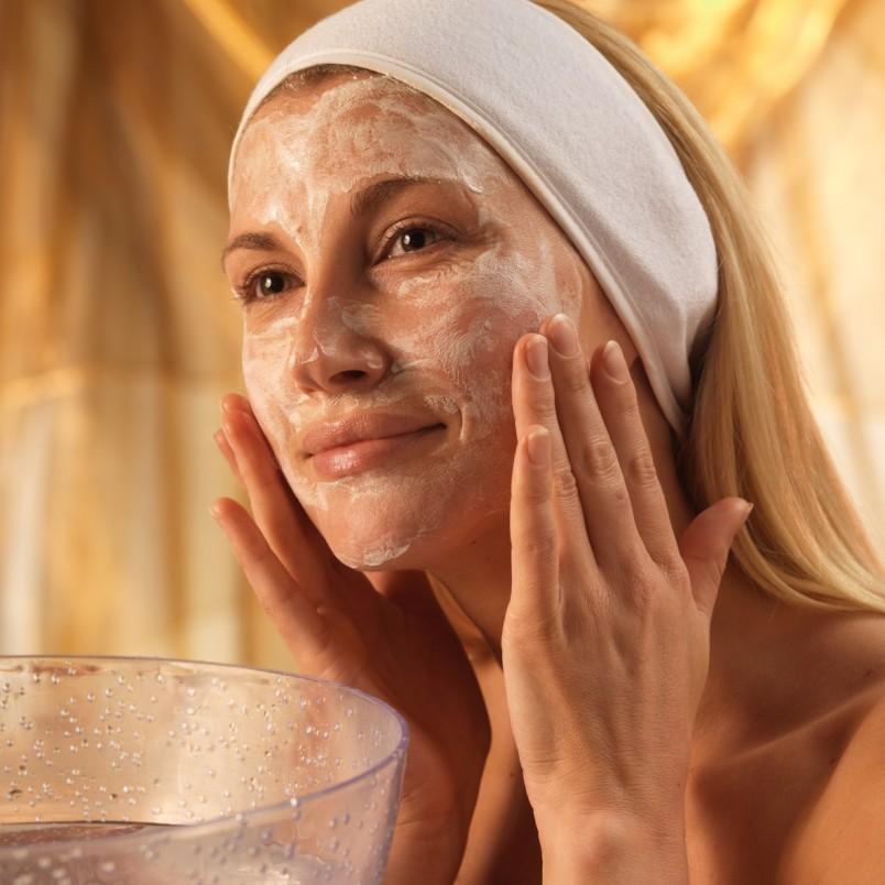 Уход за кожей лица после 30 должен быть постоянным, комплексным и тщательным.