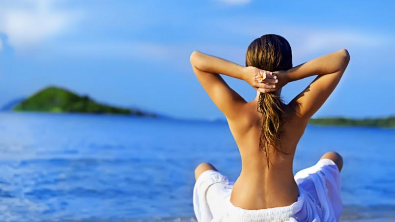 В сохранении и поддержании правильной осанки участвуют мышцы спины, живота, шеи, плеч, бедер.