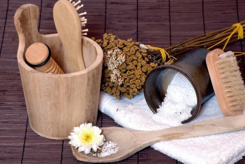 Хаотичное использование шампуней только усугубляет причину появления перхоти, поэтому в этом вопросе лучше довериться трихологу или дерматологу