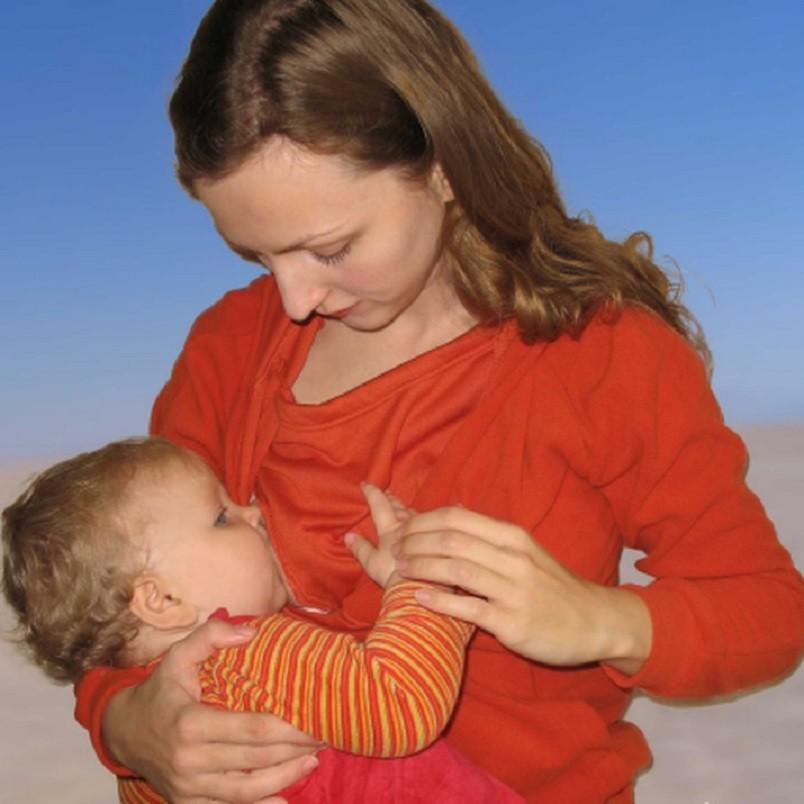 Если мама сомневается в том, продолжать кормить ребенка грудью дальше или прекращать делать это, значит, она еще не готова к прекращению лактации.