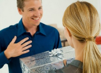 Сделать поздравление с днем рожденья мужу незабываемым под силу любой любящей жене.