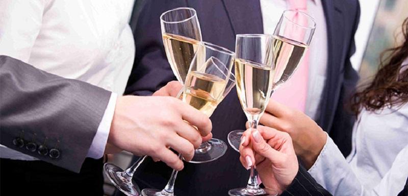 Поздравляя босса, нужно помнить, что он тоже обычный человек, а каждому человеку приятны искренние поздравления.