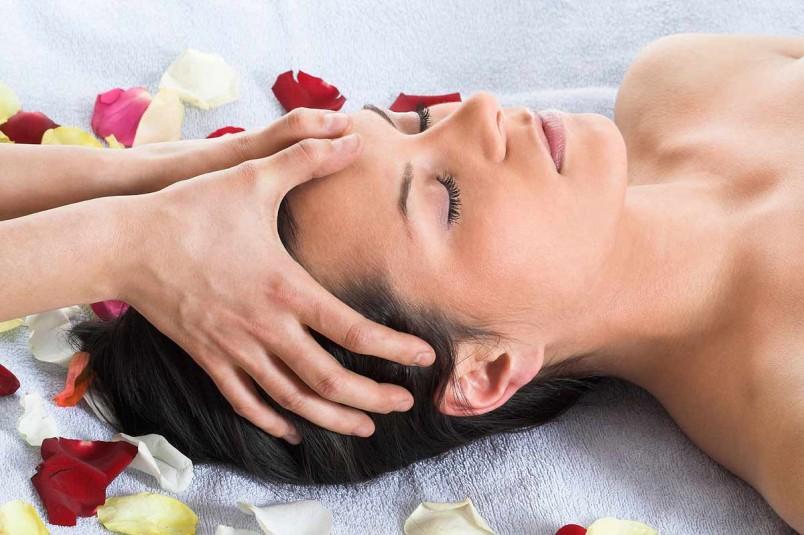 Техника японского массажа позволит надолго сохранить молодость и красоту.