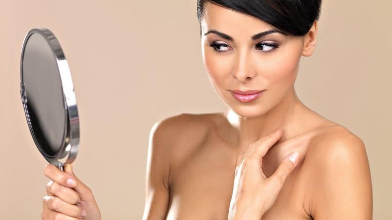 Многие женщины после 30 из-за нехватки времени или просто лени не следят за собой, скрывая недостатки и мелкие дефекты на лице декоративной косметикой.