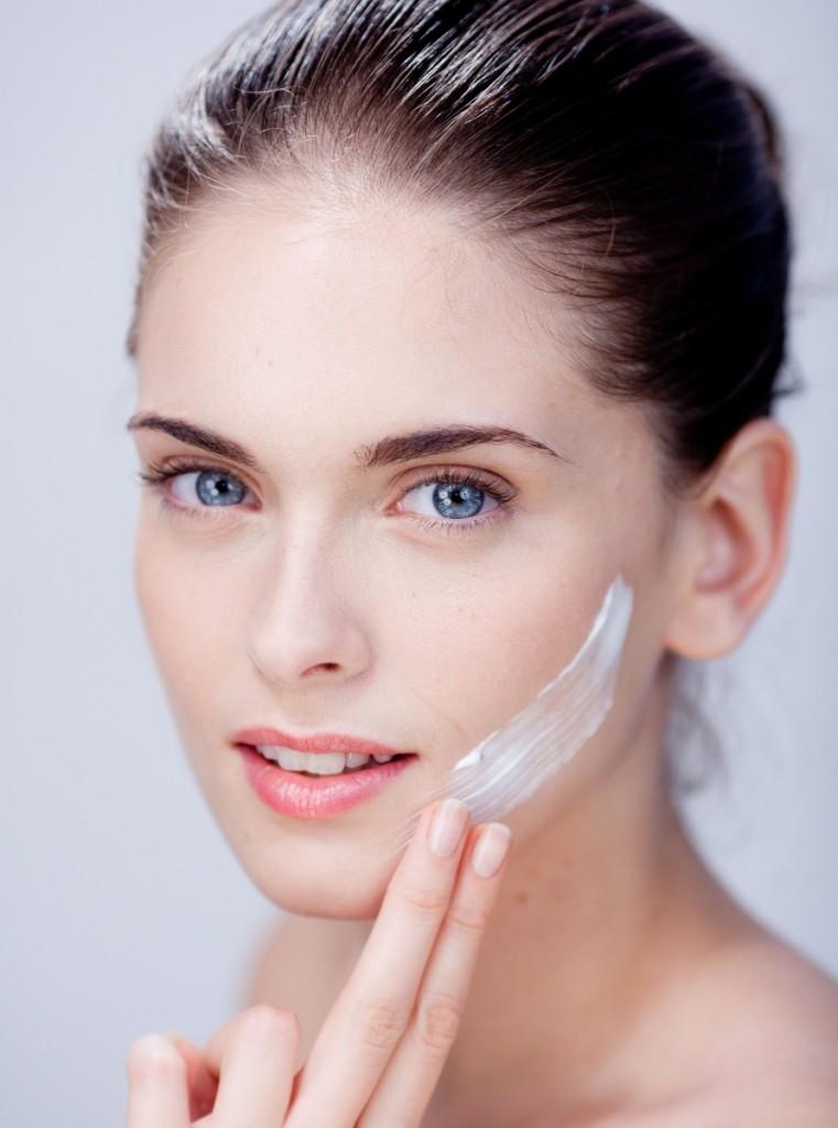 Выбор дневного и ночного крема для лица должен соответствовать особенностям и потребностям кожи после 30 лет.