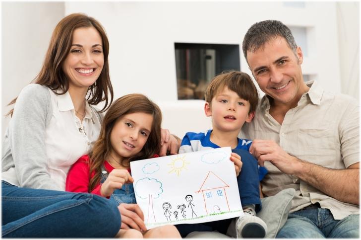 """Что нам стоит дом построить. Папе с мамой решать как воспользоваться программой """"Молодая семья""""."""