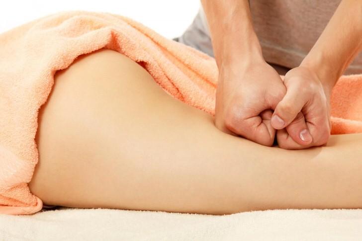 Один из приёмов воздействия на тело кулаками при выполнении тайского массажа.