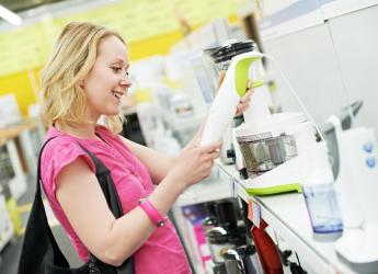 Блендер сегодня успешно конкурирует с кухонным комбайном, как более мобильный и удобный в эксплуатации прибор