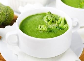 Супчик из брокколи имеет нежную консистенцию и приятный вкус.