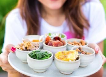 Дробное питание — это не столько особая диета или курс лечения, сколько принцип 5-6- разового питания небольшими порциями, что позволяет снизить калорийность суточного рациона и контролировать чувство голода.
